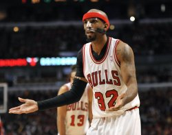 Bulls' Hamilton pleads with Ref during Playoff Game against 76ers in Chicago