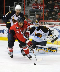 Capitals Gordon handles puck against Thrashers in Washington.