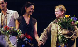 "Katie Holmes makes Broadway debut in Miller play ""All My Sons"""