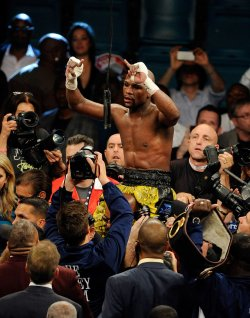 Floyd Mayweather wins WBC Welterweight Title in Las Vegas