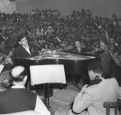 Leonard Bernstein in recital in The Negev