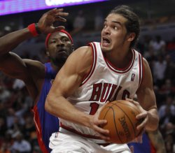 Bulls' Noah drives on Pistons' Wallace in Chicago