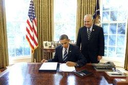 Obama signs Intel Authorization Bill in Washington