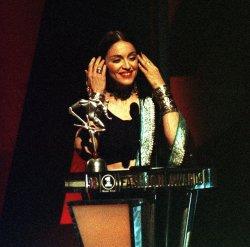 1998 VH1 Fashion Awards--Madonna wins 1st Gianni Versace award