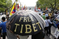 Tibetans and supporters protest the Chinese Foreign Minister, Yang Jiechi, at the UN in New York