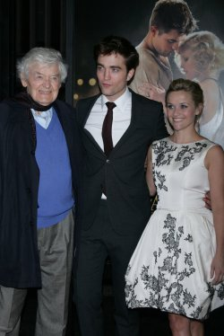 """Robert Pattinson and Reese Witherspoon arrive for the """"Water For Elephants"""" Premiere in New York"""