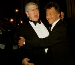dustin hoffman receives american museum of moving image award