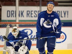 Mats Sundin joins Vancouver Canucks at GM Place