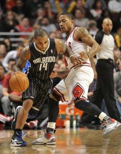 Magic's Nelson Moves Ball Against Bulls' Rose in Chicago