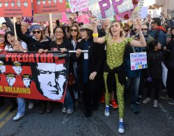 Miley Cyrus joins Women's March in Los Angeles