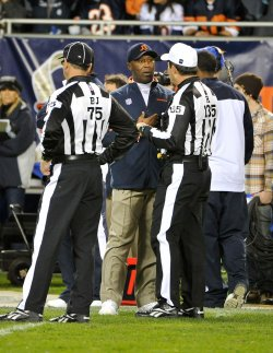 Bears Smith talks with referees against Lions in Chicago
