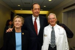 Former Sen. Bill Bradley stumps for Jean Carnahan