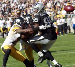 Oakland Raiders vs Pittsburgh Steelers in Oakland, California