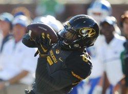 Missouri Tigers J'Mon Moore makes catch