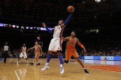 Phoenix Suns Grant Hill watches New York Knicks Carmelo Anthony catch a pass at Madison Square Garden in New York