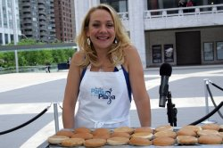 """Nicole Sullivan serves food at the Jenny Craig """"Jenny's Party in the Plaza"""" in New York"""