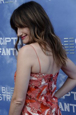 "Kathryn Hahn attends the ""Captain Fantastic"" premiere in Los Angeles"