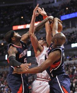 Hawks Smith, Wilkins block Bulls Noah's shot in Chicago