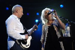 MARK KNOPFLER AND EMMYLOU HARRIS PERFORM IN LONDON