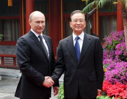 Putin and Wen shake hands in Beijing