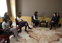 Michelle Obama and Peng Liyuan visit a school in Beijing