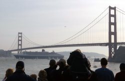 QUEEN MARY 2 ENTERS SAN FRANCSICO BAY