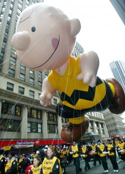 MACY'S THANKSGIVINGS DAY PARADE
