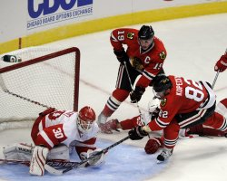 Blackhawks Tomas Kopecky Red Wings Chris Osgood in Chicago