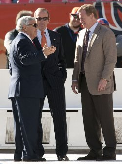 Owners Kraft and Bowlen Meet with NFL Commissioner Goodell in Denver