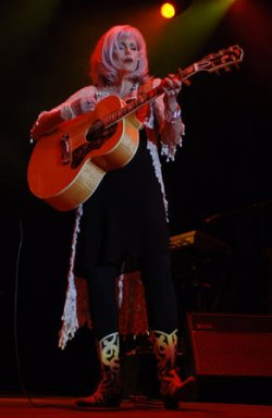 EMMYLOU HARRIS PERFORMS IN LONDON