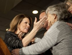 Bachmann hugs mother after concession in Des Moines, Iowa