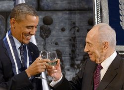 File Photo of Israeli President Shimon Peres Toasting US President Barak Obama