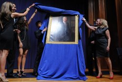 Offical portrait of former Commerce Secretary Gutierrez unveiled in Washington