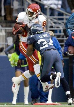 Kansas City Chiefs wide receiver Dwayne Bowe catches a 36-yard touchdown pass in Seattle