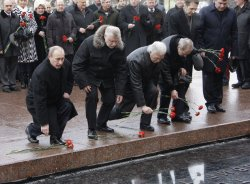 Russian President Medvedev lights eternal flame at Tomb of the Unknown Soldier in Moscow