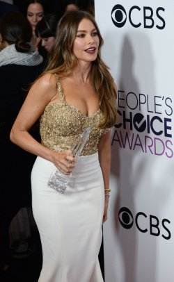Sofia Vergara wins an award at the People's Choice Awards in Los Angeles