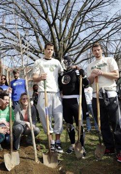 Brooklyn Nets players plant trees in Brooklyn
