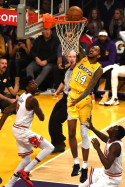 Lakers forward Brandon Ingram (14) dunks over Bulls guard Jerian Grant