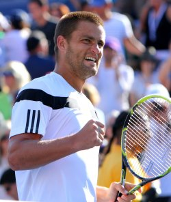 Mikhail Youzhny defeats Lleyton Hewitt at the U.S. Open in New York