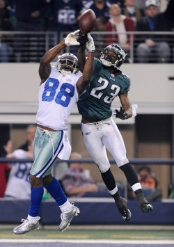 Cowboys Dez Bryant battles Eagles D. Rodgers-Cromartie for the ball in Texas