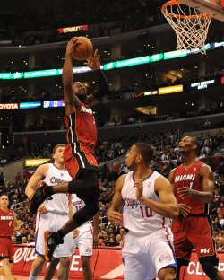 Dwayne Wade prepares to dunk over Clippers
