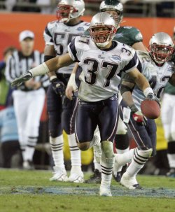 THE PHILADELPHIA EAGLES MEET THE NEW ENGLAND PATRIOTS AT SUPERBOWL XXXIX