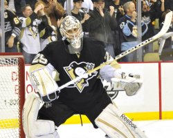 Penguins goalie Fleury makes winning save in shootout in Pittsburgh