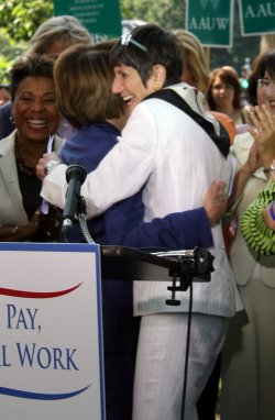 Women rally for equal pay in Washington