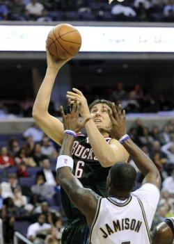 Bucks Bogut blocked by Wizards Jamison in Washington