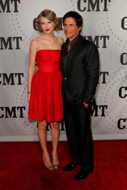 Taylor Swift with host Rob Lowe attend the CMT Artist of the Year in Nashville