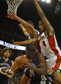Golden State Warriors vs Memphis Grizzlies in Oakland, California