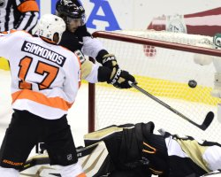 Philadelphia Flyers vs Pittsburgh Penguins in Pittsburgh