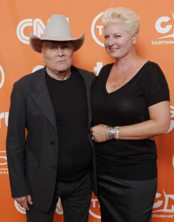 """Some Like It Hot"" star Tony Curtis dies in Nevada home"