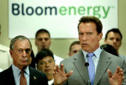 GOVERNOR SCHWARZENEGGER AND NY CITY MAYOR BLOOMBERG TOUR FUEL CELL FACILITY IN CALIFORNIA